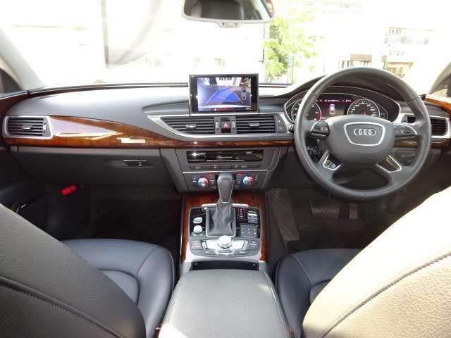 アウディ A7 スポーツバック 運転席
